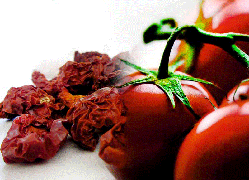 fresh and dried tomatoes